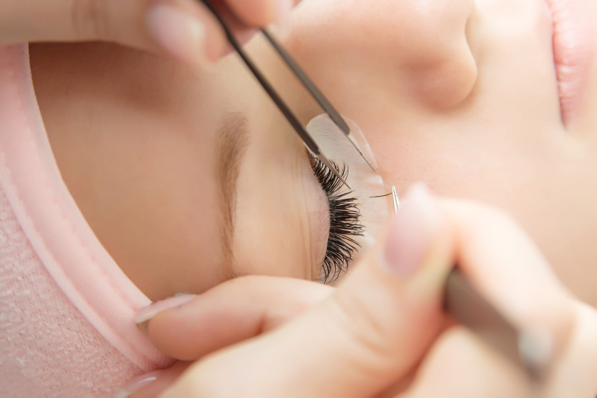 The Lash Academy- Starting an eyelash extension business with eyelash extension training